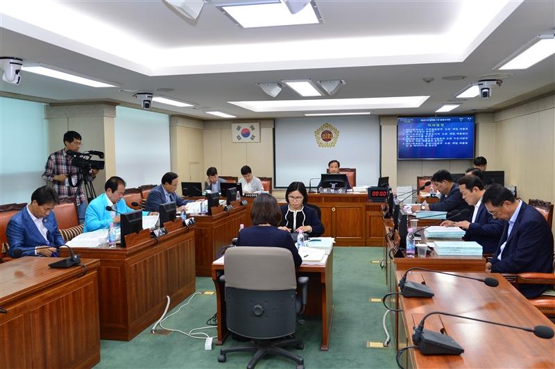 제281회 정례회 환경수자원위원회 회의 이미지