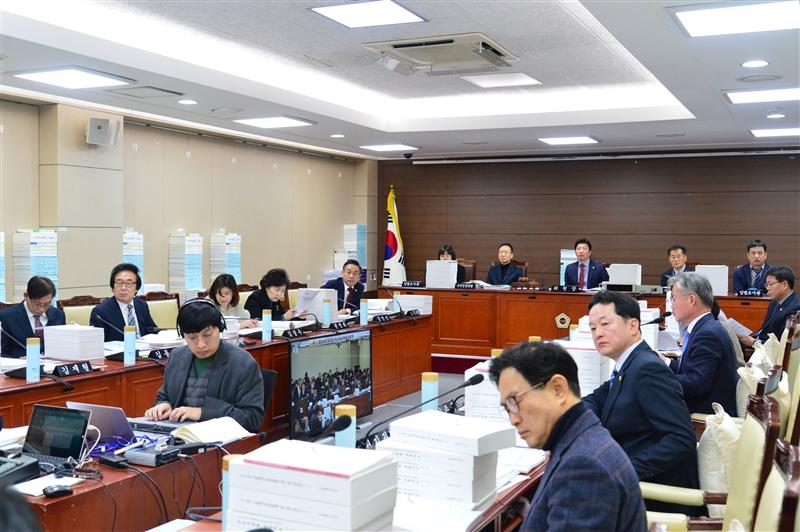 제290회 정례회 예산결산특별위원회 회의_교육청 이미지