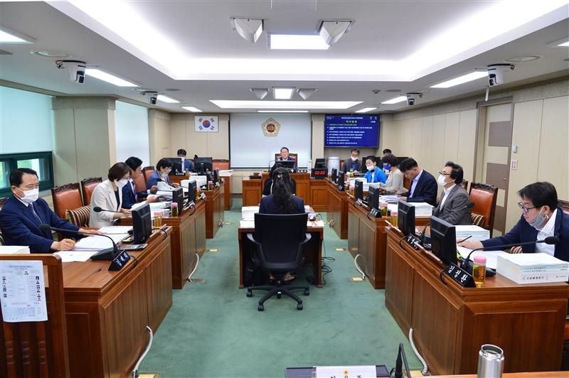 제295회 정례회 환경수자원위원회 회의 이미지