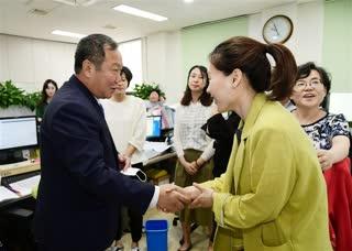김인호신임의장 본관 인사방문